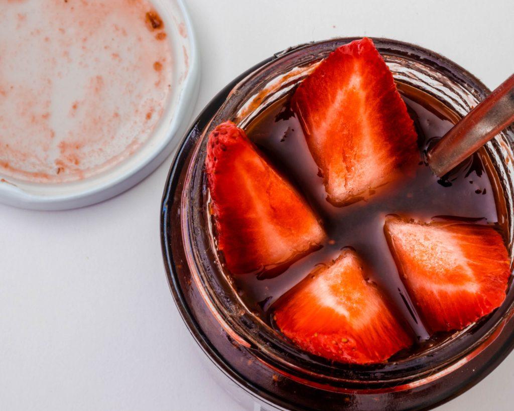 Dżem truskawkowy z kwiatem czarnego bzu