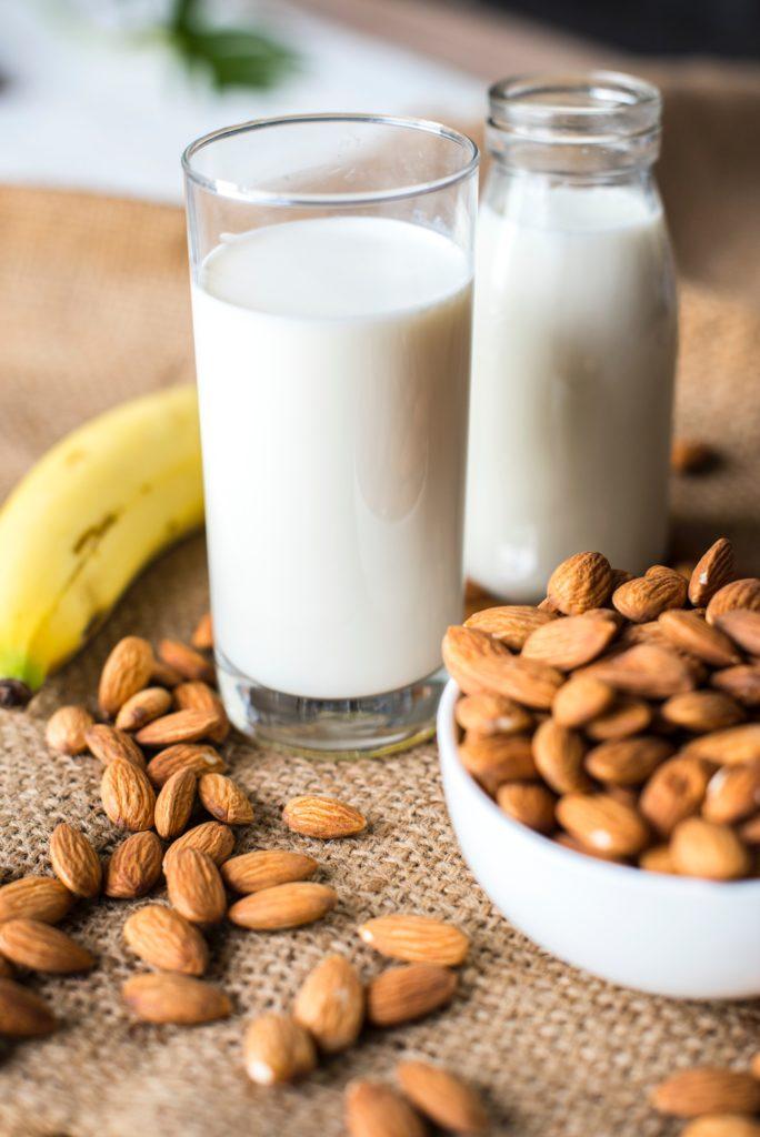 Ile mleka powinno pic dziecko? Foto unsplash.com